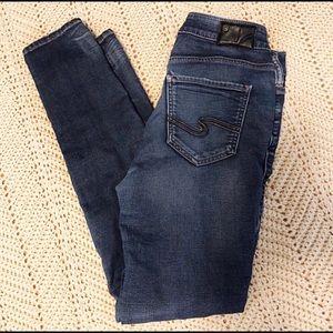 Silver Jeans Joga fade wash skinny's
